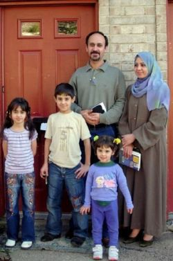 resizedimage250377-Iraqi-Family-2